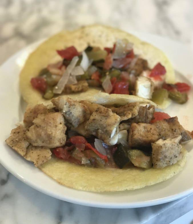 tacos con dosas y salsa de tomate fermentada